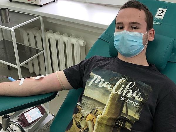 Вы просматриваете фотографии из материала: Свыше 10 000 литров донорской крови заготовлено в 2020 году