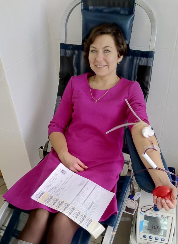Вы просматриваете фотографии из материала: 15 и 16 октября состоялась выездная акция «Стань донором крови» в г. Нолинск и пгт. Суна