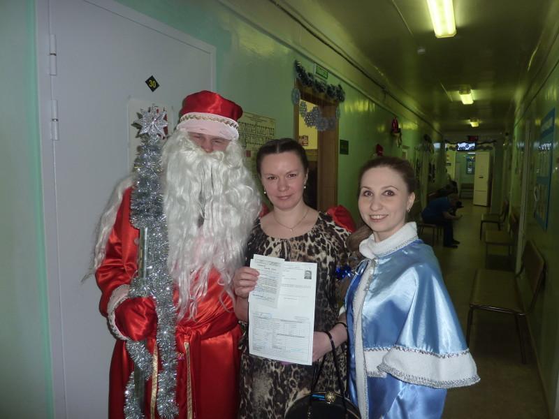 Вы просматриваете фотографии из материала: В Кировском Центре крови поздравляют с Новым годом