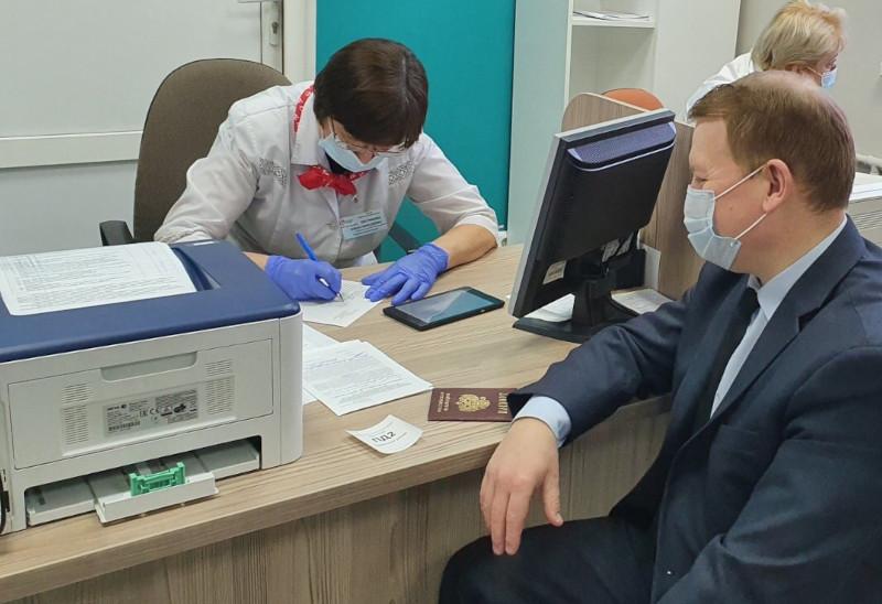 Вы просматриваете фотографии из материала: 11 февраля Кировский центр крови посетили сотрудники отдела МРО МЗ КО