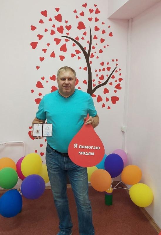 Вы просматриваете фотографии из материала: 28 июля в Кировским центре крови состоялось торжественное вручение нагрудных знаков